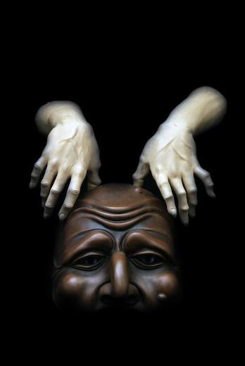 Mani Su Maschera