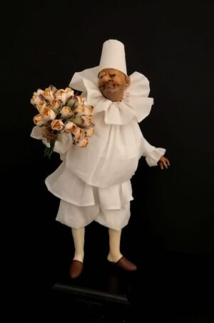 00126 Pulcinella tiepolesco con mazzo di fiori - h 30 cm