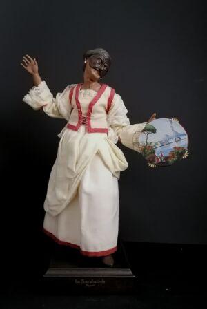 00118 Nonna Pulcinella con tammorra - h 30 cm
