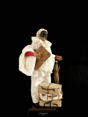 00136 Pulcinella con valigie e ombrello - h 30 cm